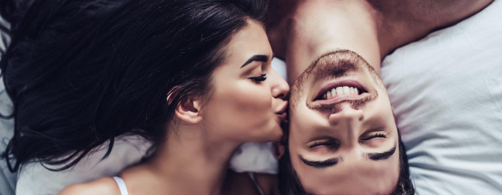 14 признаков, как узнать, что девушка тебя любит фото 2
