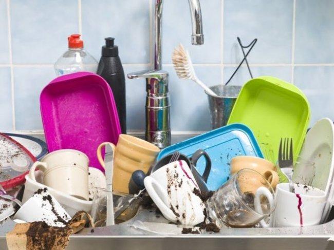 Быт или не быт: кто моет посуду, если оба работают на равных? Женские и мужские обязанности в отношениях фото