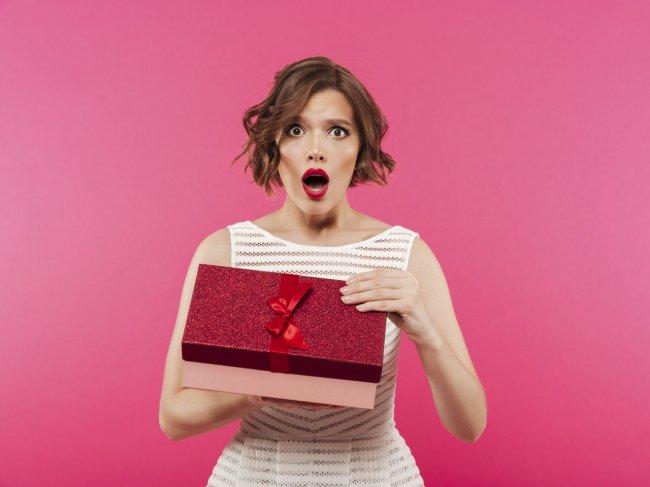 Девушка требует подарки: должен ли ты их дарить? 3 совета для настоящего мужчины фото