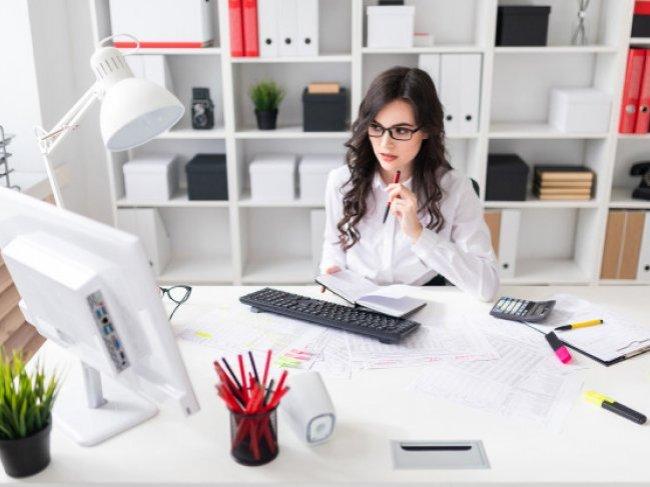 Как быстро и эффективно соблазнить коллегу: 3 правила офисного съема фото