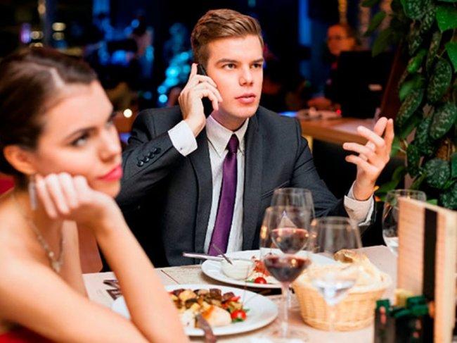 Как не слить в унитаз первое свидание? 8 самых неудачных тем для разговора фото