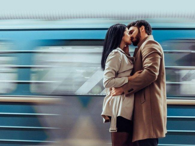 Как познакомится с девушкой в метро, автобусе, на остановке или на автомобиле? 5 секретов соблазнения фото