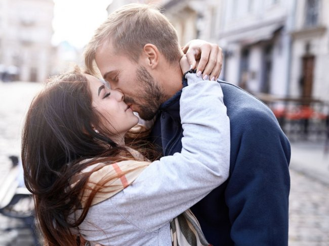 Первое свидание: как поцеловать девушку? фото