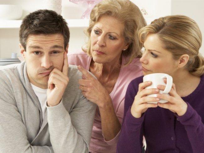 Почему ее мама вмешивается в ваши отношения? 5 советов по решению проблемы фото