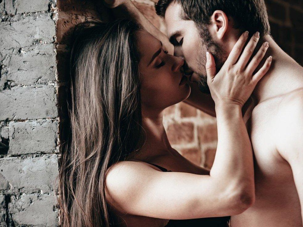 Картинки со страстными поцелуями для девушки