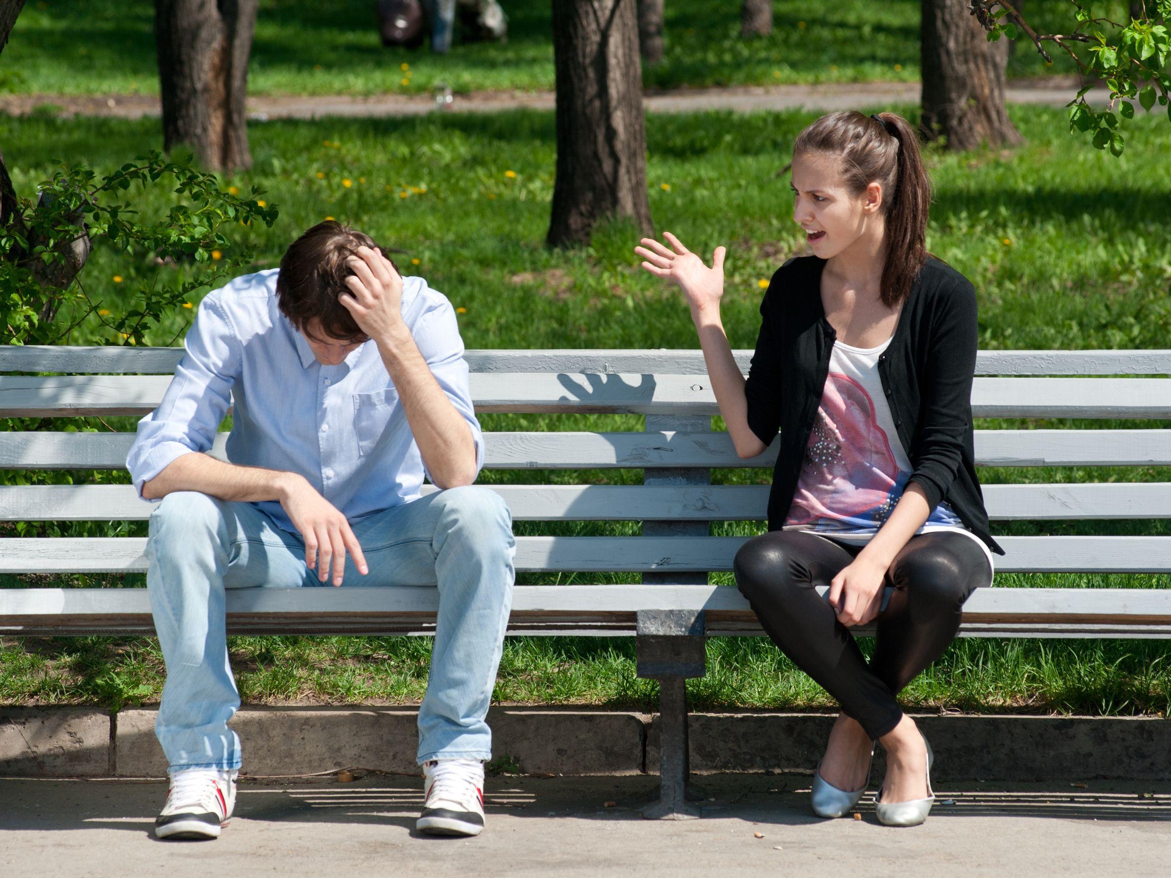 Если парень запрещает общаться с друзьями